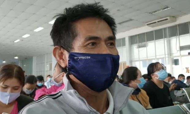 Hàng trăm hành khách đến ga Sài Gòn trả vé: Mặc dù nhớ người thân, nhưng tôi chấp nhận hoãn về quê ăn Tết để phòng dịch Covid-19 - Ảnh 3.