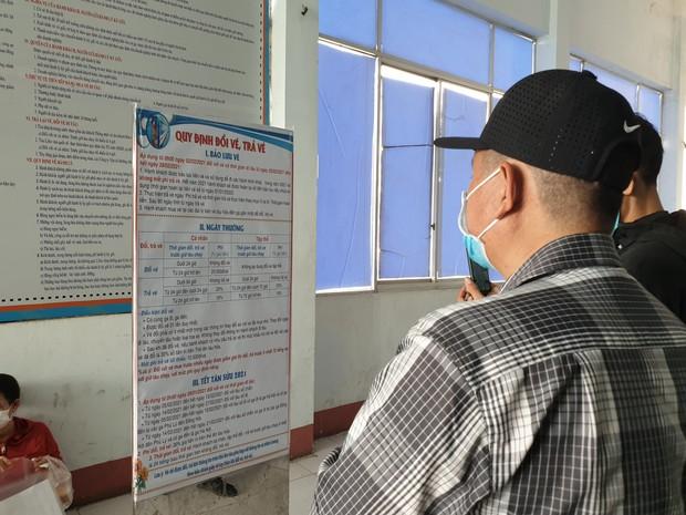 Hàng trăm hành khách đến ga Sài Gòn trả vé: Mặc dù nhớ người thân, nhưng tôi chấp nhận hoãn về quê ăn Tết để phòng dịch Covid-19 - Ảnh 7.