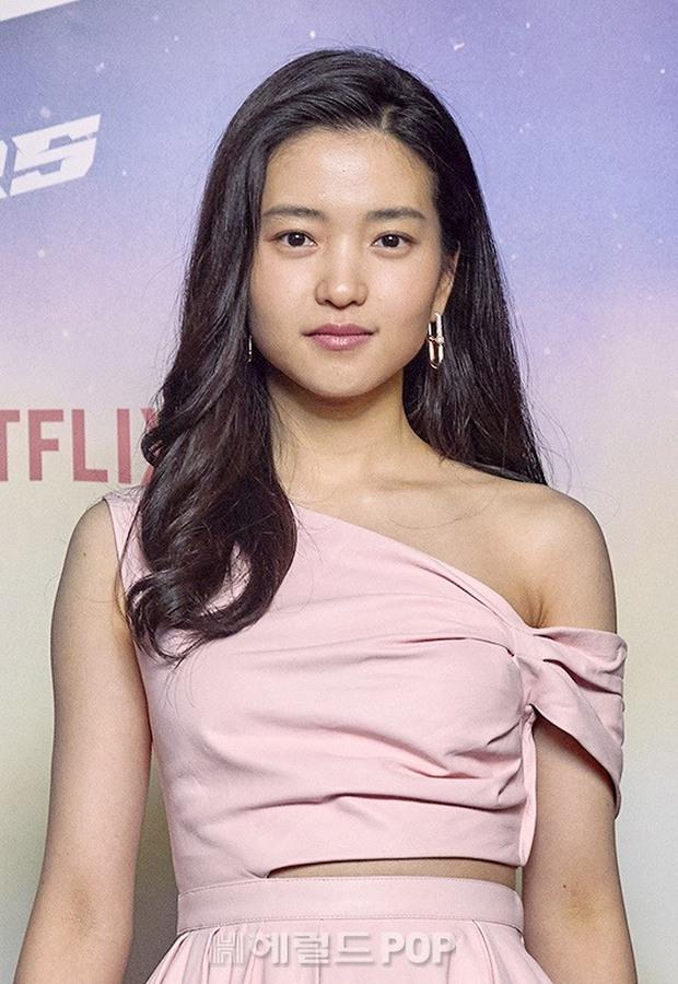 Sự kiện hot nhất sáng nay: Song Joong Ki sánh đôi bên bản sao Song Hye Kyo, nhưng lại lộ dấu hiệu lão hóa - Ảnh 3.