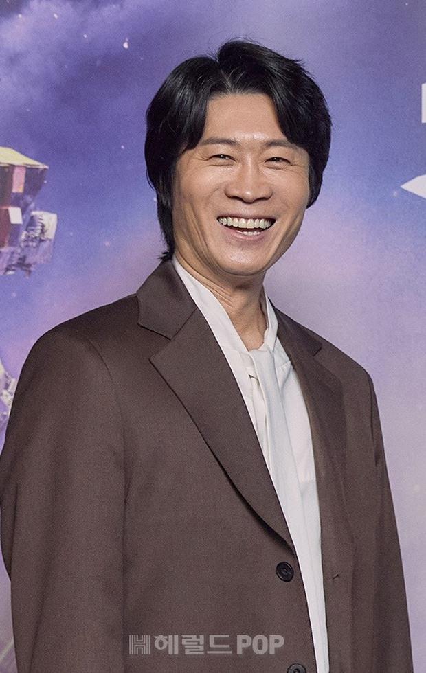 Sự kiện hot nhất sáng nay: Song Joong Ki sánh đôi bên bản sao Song Hye Kyo, nhưng lại lộ dấu hiệu lão hóa - Ảnh 6.