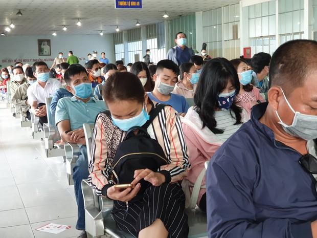 Hàng trăm hành khách đến ga Sài Gòn trả vé: Mặc dù nhớ người thân, nhưng tôi chấp nhận hoãn về quê ăn Tết để phòng dịch Covid-19 - Ảnh 5.