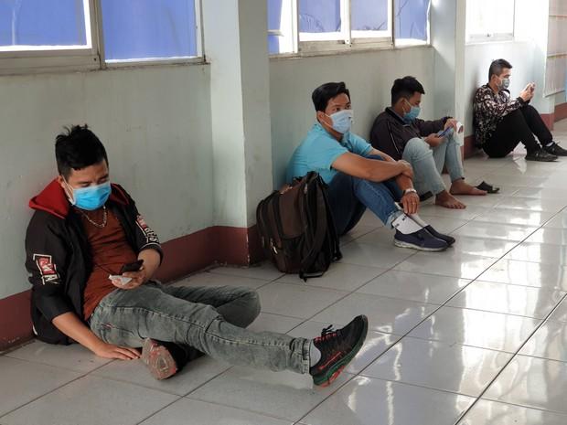 Hàng trăm hành khách đến ga Sài Gòn trả vé: Mặc dù nhớ người thân, nhưng tôi chấp nhận hoãn về quê ăn Tết để phòng dịch Covid-19 - Ảnh 11.