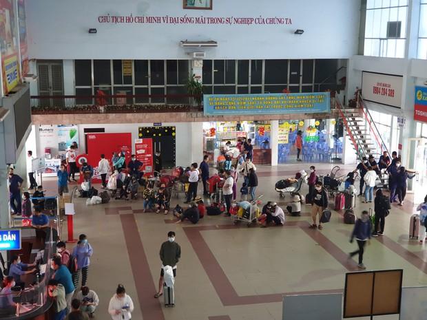Hàng trăm hành khách đến ga Sài Gòn trả vé: Mặc dù nhớ người thân, nhưng tôi chấp nhận hoãn về quê ăn Tết để phòng dịch Covid-19 - Ảnh 13.