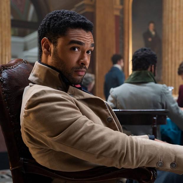 Regé-Jean Page - ông hoàng cảnh nóng Bridgerton: Từ mỹ nam đốt mắt liếm thìa siêu gợi cảm đến ghế Điệp viên 007 kế nhiệm - Ảnh 4.