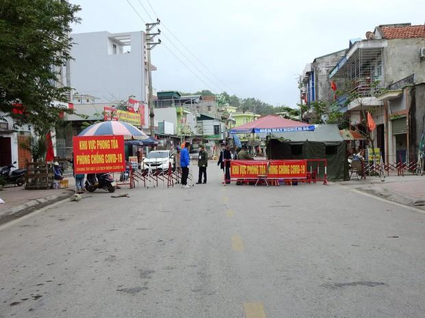 Quảng Ninh phong tỏa 6 xã, 1 thị trấn thuộc huyện Vân Đồn từ 0h ngày 2/2 - Ảnh 1.