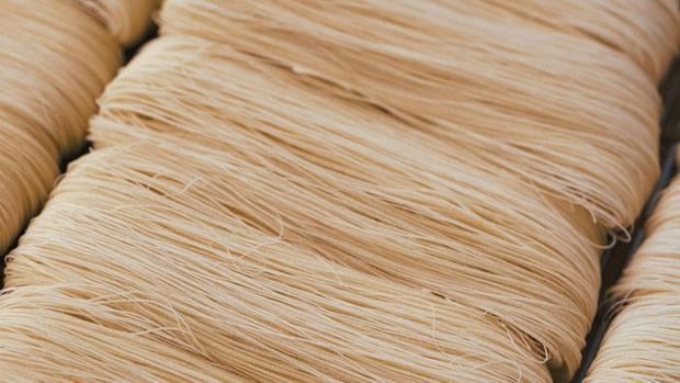 Điều thú vị có 1-0-2 về cách làm món mì trứ danh Trung Quốc: Mỗi bát chỉ có một sợi, người ăn được sợi mì càng dài thì càng trường thọ - Ảnh 2.