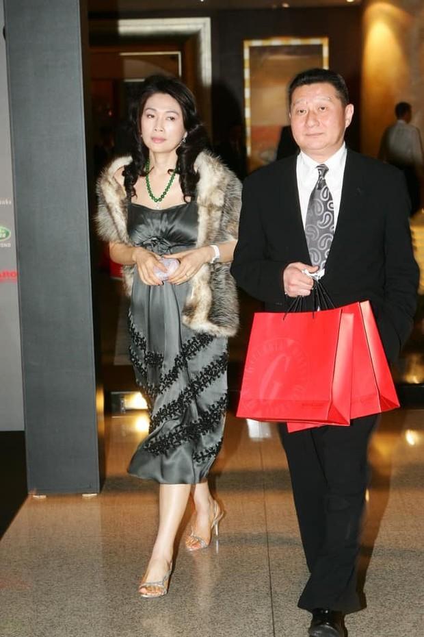 Drama nhiều tập của ông vua viễn thông Đài Loan: Tỷ phú ngoại tình nhiều lần, cuối cùng phải lãnh hậu quả cay đắng vì cuộc đời có vay có trả - Ảnh 3.