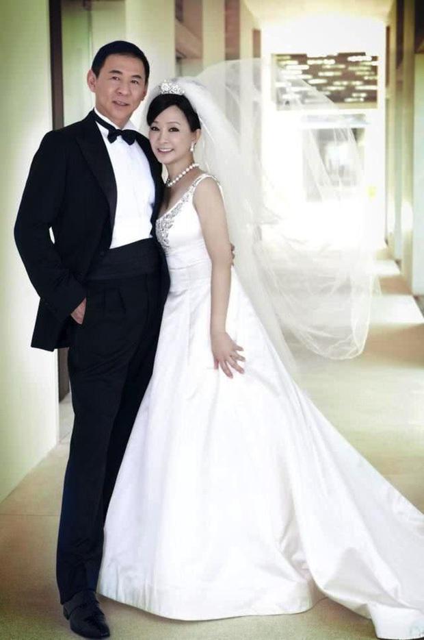 Drama nhiều tập của ông vua viễn thông Đài Loan: Tỷ phú ngoại tình nhiều lần, cuối cùng phải lãnh hậu quả cay đắng vì cuộc đời có vay có trả - Ảnh 6.