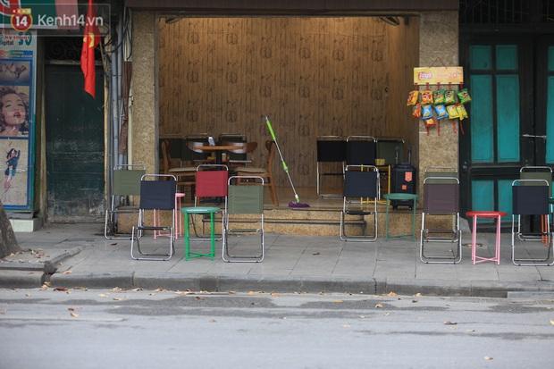 Ảnh: Hàng quán Hà Nội nơi đìu hiu, nơi phải đóng cửa vì ảnh hưởng của dịch Covid -19 - Ảnh 10.
