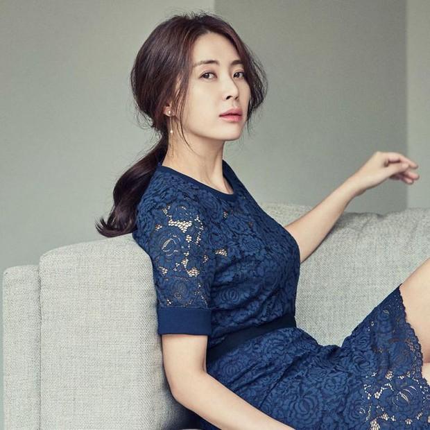 Hội bạn thân mỹ nhân toàn minh tinh thị phi của Son Ye Jin: Người bị chồng cắm sừng, 2 người đẹp bị nghi là trà xanh - Ảnh 12.