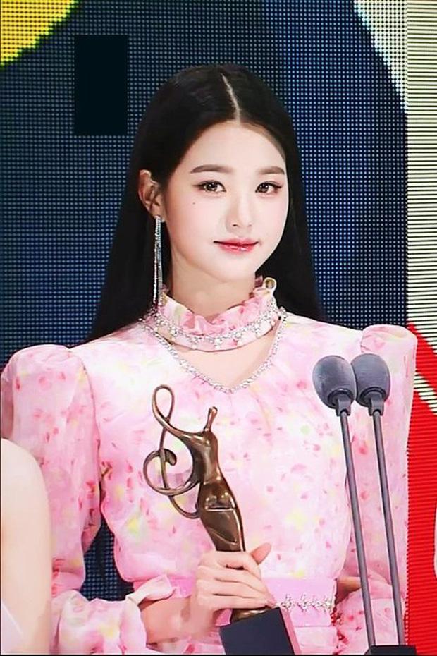 """So nhan sắc hiện tại và 2 năm trước của nữ idol chân dài nhất Kpop tại SMA, Knet không khỏi nức nở: """"Đúng là chưa biết xấu là gì"""" - Ảnh 5."""
