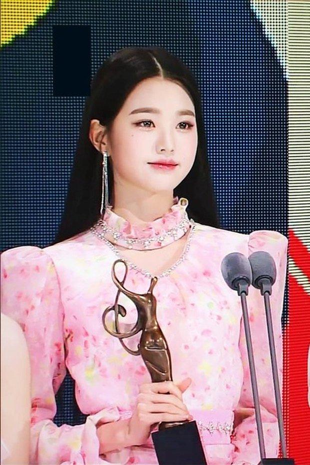 """So nhan sắc hiện tại và 2 năm trước của nữ idol chân dài nhất Kpop tại SMA, Knet không khỏi nức nở: """"Đúng là chưa biết xấu là gì"""" - Ảnh 4."""