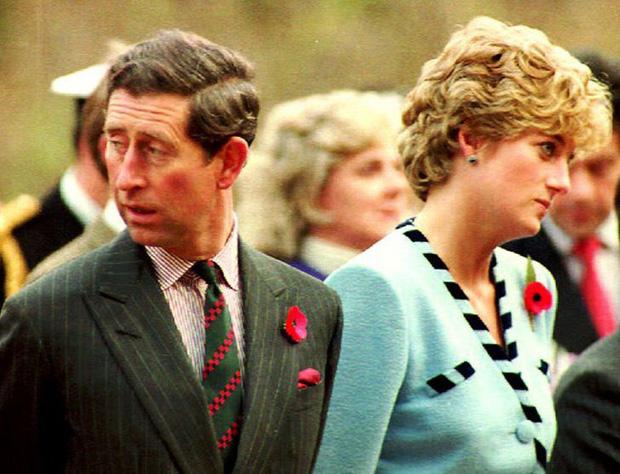15 bức ảnh không thể quên của Công nương Diana suốt 15 năm chôn chân trong hôn nhân bi kịch: Hạnh phúc chẳng mấy mà sao khổ đau chất đầy? - Ảnh 13.