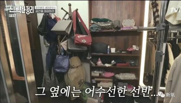 Sốc nặng trước cảnh căn nhà bừa bộn, đồ đạc chất đống như rác và nhan sắc biến dạng của Yoon Eun Hye (Hoàng Cung) - Ảnh 4.