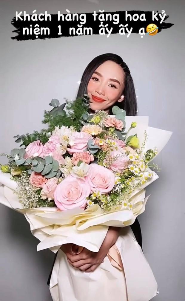 Hoàng Touliver tặng hoa kỷ niệm 1 năm ngày cưới cho Tóc Tiên, ai ngờ bị vợ đáp lại bằng cách gọi là lạ - Ảnh 3.