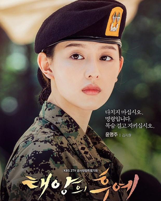 """""""Nữ thần Hậu Duệ Mặt Trời"""" Kim Ji Won """"xả"""" ảnh cũ, camera chất lượng thấp nhưng visual chất lượng vẫn cao ngút trời! - Ảnh 10."""