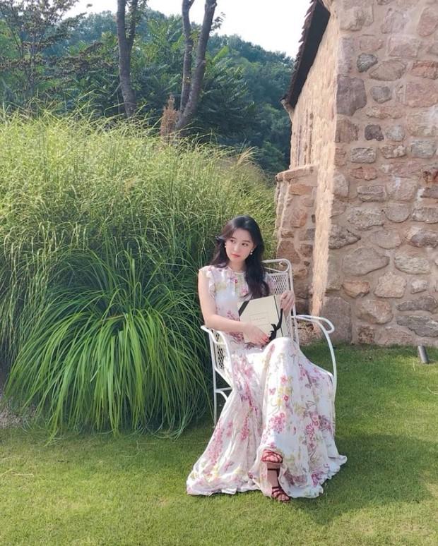 """""""Nữ thần Hậu Duệ Mặt Trời"""" Kim Ji Won """"xả"""" ảnh cũ, camera chất lượng thấp nhưng visual chất lượng vẫn cao ngút trời! - Ảnh 4."""