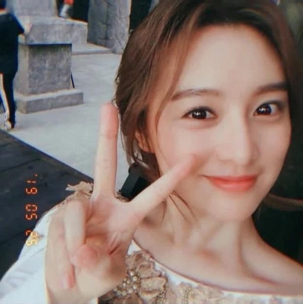 """""""Nữ thần Hậu Duệ Mặt Trời"""" Kim Ji Won """"xả"""" ảnh cũ, camera chất lượng thấp nhưng visual chất lượng vẫn cao ngút trời! - Ảnh 2."""