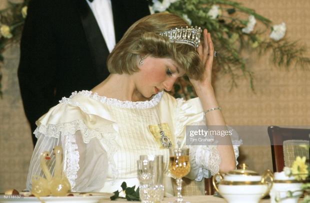 15 bức ảnh không thể quên của Công nương Diana suốt 15 năm chôn chân trong hôn nhân bi kịch: Hạnh phúc chẳng mấy mà sao khổ đau chất đầy? - Ảnh 9.