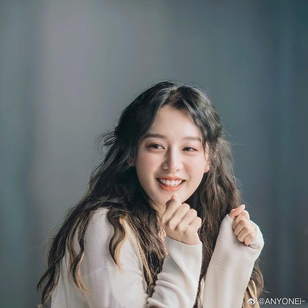 """""""Nữ thần Hậu Duệ Mặt Trời"""" Kim Ji Won """"xả"""" ảnh cũ, camera chất lượng thấp nhưng visual chất lượng vẫn cao ngút trời! - Ảnh 13."""