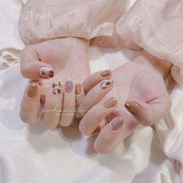 Sau Tết muốn tậu bộ nail đơn giản, xinh yêu thì bạn hãy tia 8 mẫu hot nhất tại các tiệm lúc này - Ảnh 9.