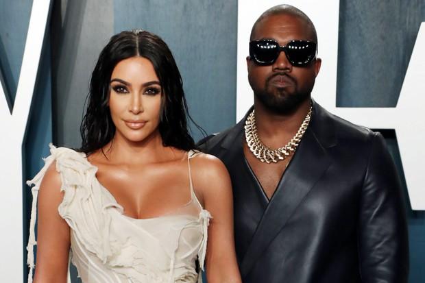 3h sáng chưa hết biến, Kim Kardashian chính thức đệ đơn ly hôn Kanye West sau 7 năm sống chung - Ảnh 2.