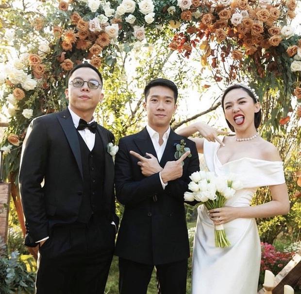 Tóc Tiên diện lại đầm cô dâu lên Đà Lạt kỷ niệm 1 năm cưới theo style chị đại Lee Hyori, vòng 1 bốc lửa o ép chiếm spotlight - Ảnh 4.