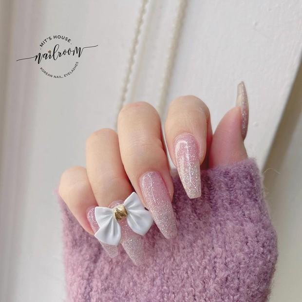 Sau Tết muốn tậu bộ nail đơn giản, xinh yêu thì bạn hãy tia 8 mẫu hot nhất tại các tiệm lúc này - Ảnh 3.