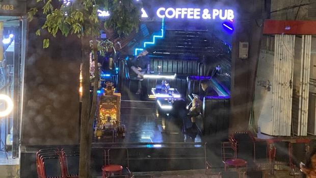 Xử phạt 25 triệu đồng một quán bar không tuân thủ lệnh phòng chống dịch Covid-19 - Ảnh 1.