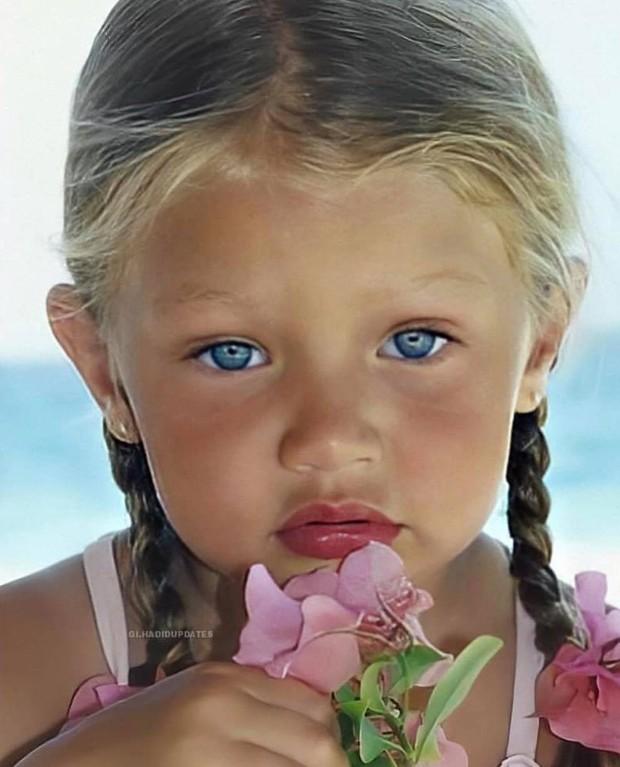 Ảnh hồi bé của Gigi Hadid gây bão: Tóc vàng mắt xanh xinh như búp bê, nhìn là đoán ngay visual cực phẩm của con gái mới sinh - Ảnh 5.