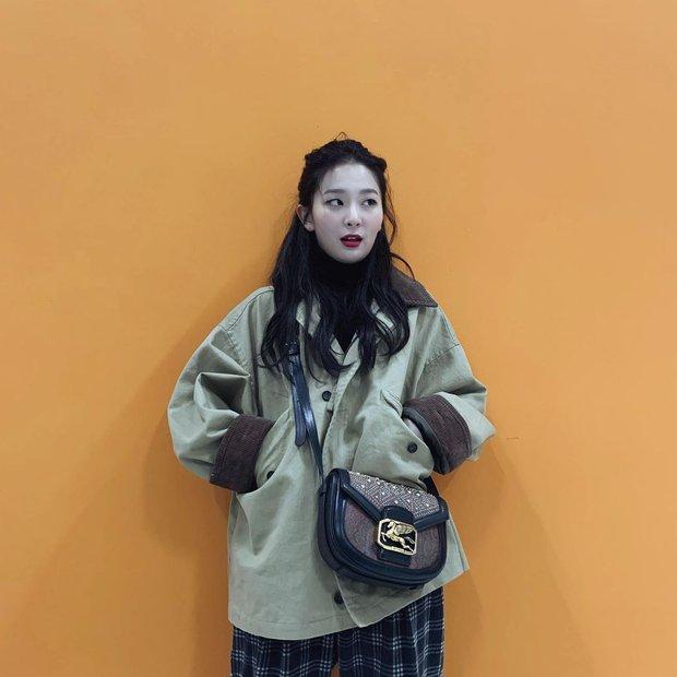 4 kiểu tóc buộc ẩu mà xinh xỉu của Seulgi: Hợp với mọi dáng mặt, giúp nhan sắc lên hương mỗi ngày - Ảnh 12.