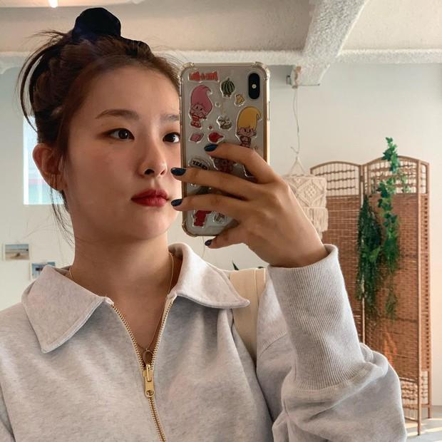 4 kiểu tóc buộc ẩu mà xinh xỉu của Seulgi: Hợp với mọi dáng mặt, giúp nhan sắc lên hương mỗi ngày - Ảnh 5.