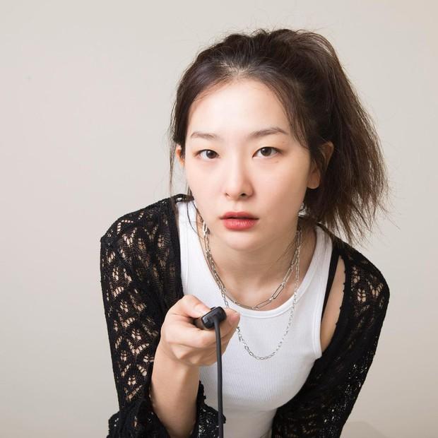 4 kiểu tóc buộc ẩu mà xinh xỉu của Seulgi: Hợp với mọi dáng mặt, giúp nhan sắc lên hương mỗi ngày - Ảnh 7.