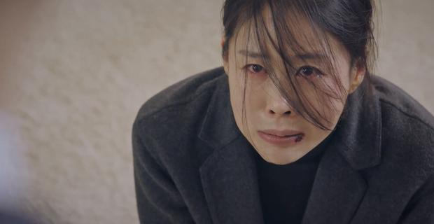 4 thuyết âm mưu bay màu qua 2 tập đầu Penthouse 2: Fan chị đẹp Lee Ji Ah cất poster vào góc là vừa? - Ảnh 2.