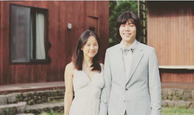 Tóc Tiên diện lại đầm cô dâu lên Đà Lạt kỷ niệm 1 năm cưới theo style chị đại Lee Hyori, vòng 1 bốc lửa o ép chiếm spotlight - Ảnh 6.