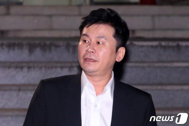 Công tố tung hẳn clip CCTV chứng minh Seungri gọi xã hội đen đến xử lý nhân viên JYP, cả hội chatroom chấn động có mặt - Ảnh 4.