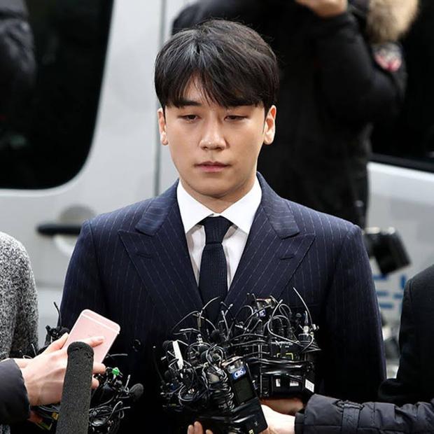 Công tố tung hẳn clip CCTV chứng minh Seungri gọi xã hội đen đến xử lý nhân viên JYP, cả hội chatroom chấn động có mặt - Ảnh 2.