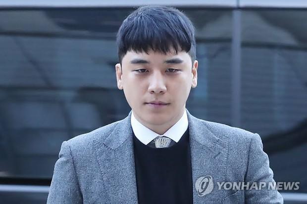 Công tố tung hẳn clip CCTV chứng minh Seungri gọi xã hội đen đến xử lý nhân viên JYP, cả hội chatroom chấn động có mặt - Ảnh 5.