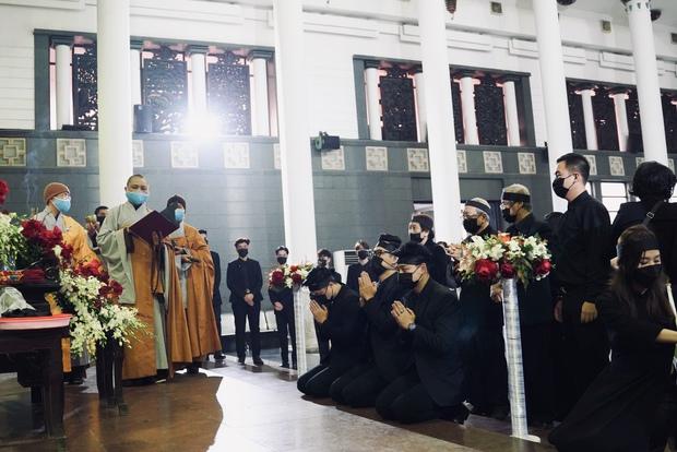 Tang lễ cố NSND Hoàng Dũng: NS Xuân Bắc - Huỳnh Anh cùng dàn nghệ sĩ đến tiễn biệt, linh cữu được đưa đi an táng - Ảnh 21.
