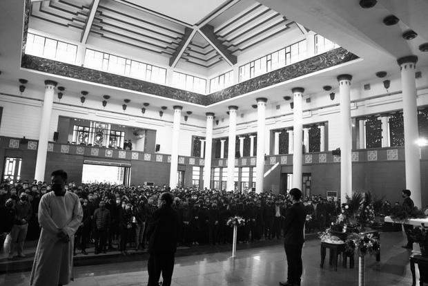 Tang lễ cố NSND Hoàng Dũng: NS Xuân Bắc - Huỳnh Anh cùng dàn nghệ sĩ đến tiễn biệt, linh cữu được đưa đi an táng - Ảnh 12.