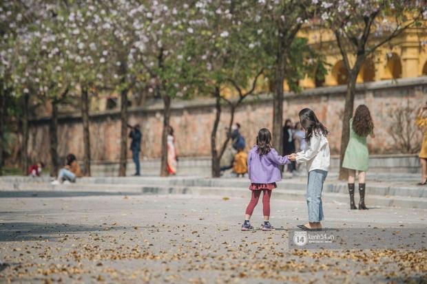 Hà Nội đẹp mê mẩn trong sắc tím hoa ban rợp trời, dân tình rần rần rủ nhau về con đường nổi tiếng chụp ảnh - Ảnh 8.