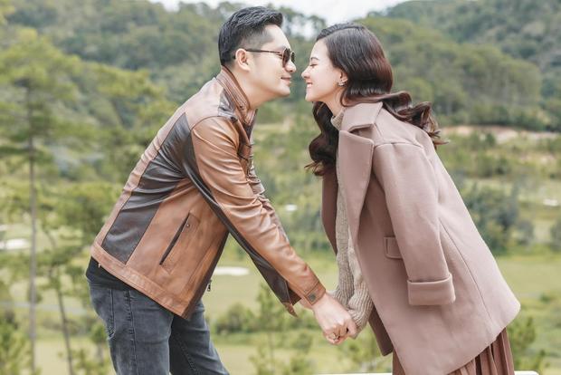 Minh Luân bất ngờ công khai bạn gái, Quyền Linh - Hồng Vân và cả dàn sao Vbiz đều ồ ạt chúc mừng - Ảnh 3.
