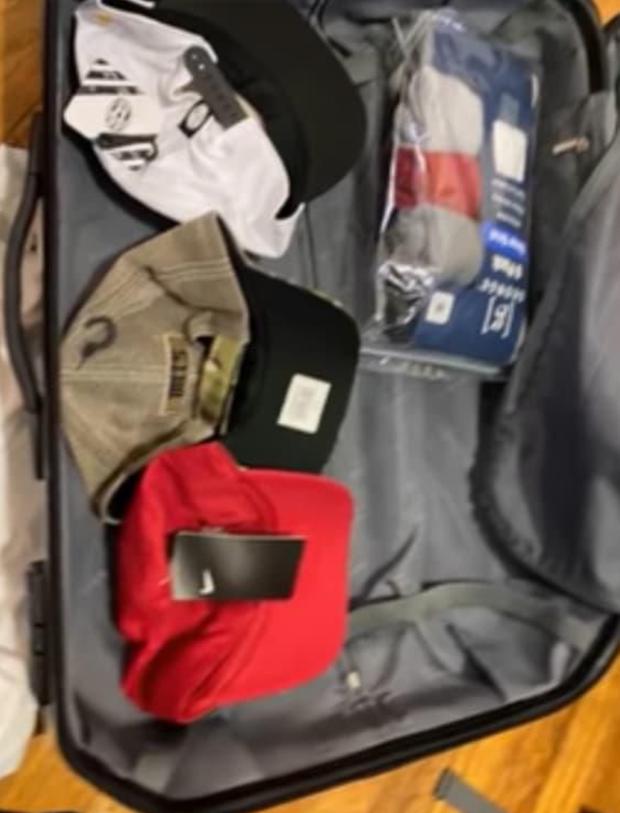 Đúng 49 ngày, mở vali của Vân Quang Long từ Mỹ mang về Việt Nam: Món quà chưa kịp đến tay con gái gây xúc động mạnh! - Ảnh 4.