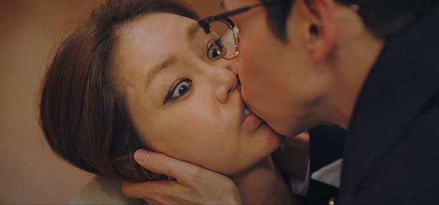 Netizen muốn trầm cảm với cảnh hôn nuốt môi của bộ đôi tấu hài ở Penthouse 2 - Ảnh 3.