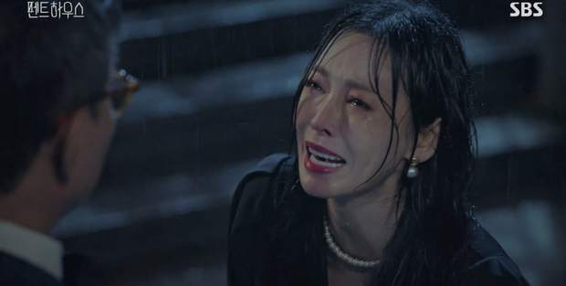 Penthouse 2 mới mở màn, ác nữ Seo Jin đã nhọ không lối thoát: Hết chồng trên phim đến chồng real thi nhau quật chị tơi tả! - Ảnh 18.