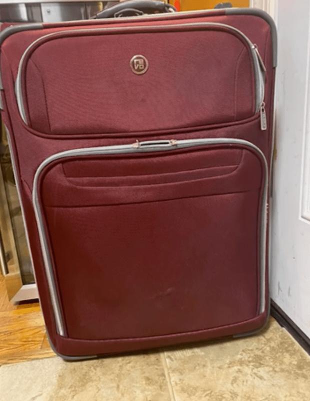 Đúng 49 ngày, mở vali của Vân Quang Long từ Mỹ mang về Việt Nam: Món quà chưa kịp đến tay con gái gây xúc động mạnh! - Ảnh 2.