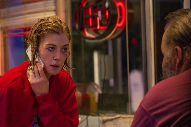 I Care A Lot: Siêu phẩm nối bước Gone Girl, cua gấp khét lẹt như Penthouse với mỹ nhân lừa đảo - Ảnh 13.