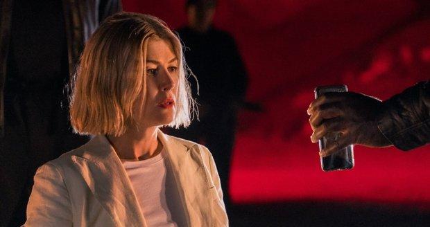 I Care A Lot: Siêu phẩm nối bước Gone Girl, cua gấp khét lẹt như Penthouse với mỹ nhân lừa đảo - Ảnh 12.