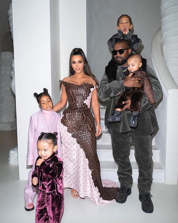 Gia tài tỷ đô của Kim - Kanye: Bất động sản khắp nước Mỹ, 2 đế chế thời trang rung chuyển thế giới, chia kiểu gì hậu ly hôn? - Ảnh 8.