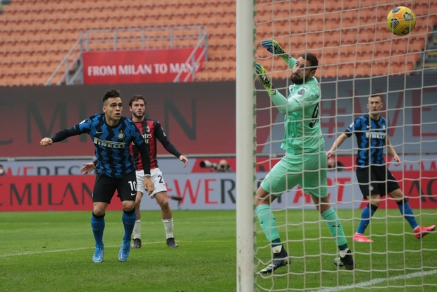 Song sát Lu - La chói sáng, Inter Milan quật ngã AC trong trận cầu 6 điểm tranh chức vô địch - Ảnh 1.